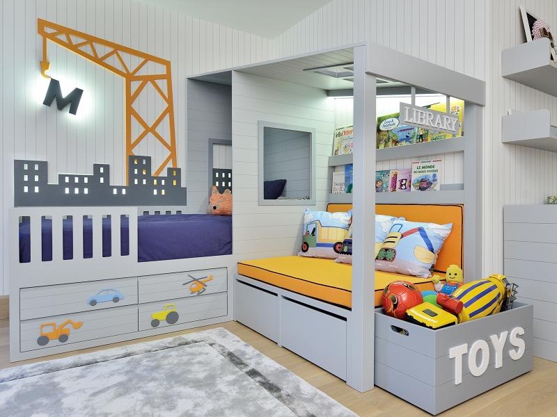 1-Crocodily-Gri-lacivert , alt tarafı araç figürlü çekmeceli çocuk yatağı, kitaplıklı sedir,şehir ve vinç figürlü gizli aydınlatmalı tasarım çocuk yatağı