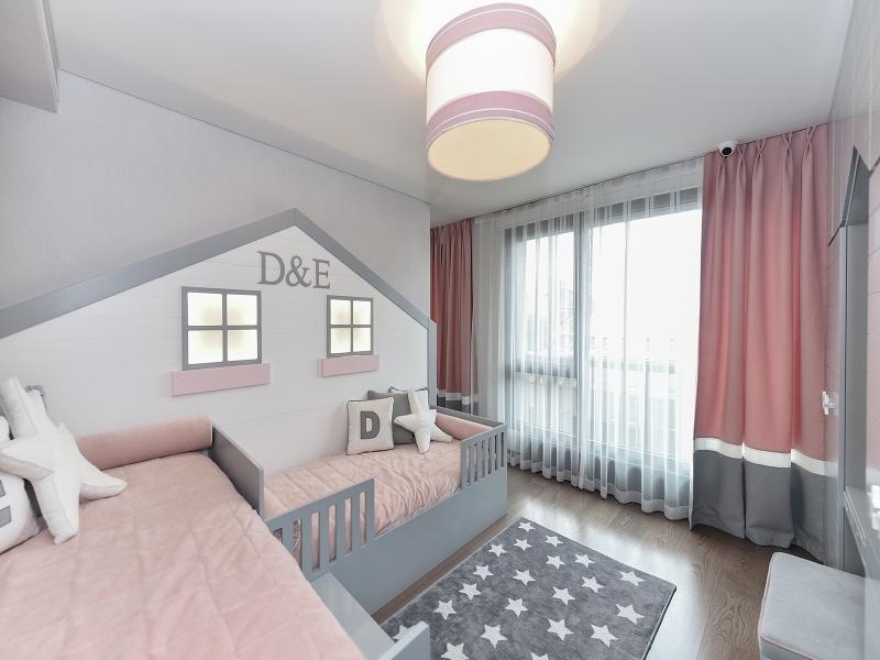 2-Crocodily-Çocuk odası, pembe-beyaz-gri tavan aydınlatma , 2 kademeli çocuk yatak odası tasarımı