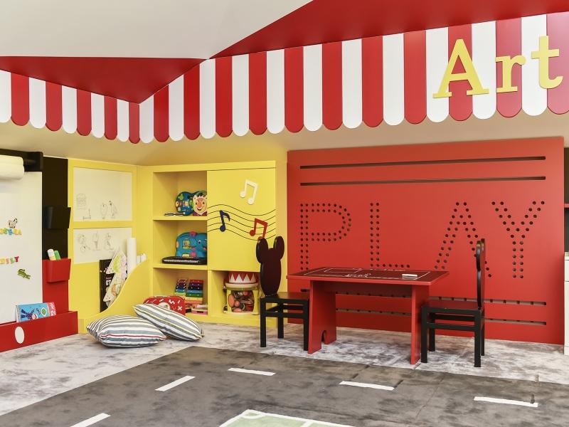 2-Crocodily-Çocuk oyun odası tasarımı, kırmızı beyaz, tasarım çocuk oyun alanı , müzik,kara tahtalı yazı köşesi