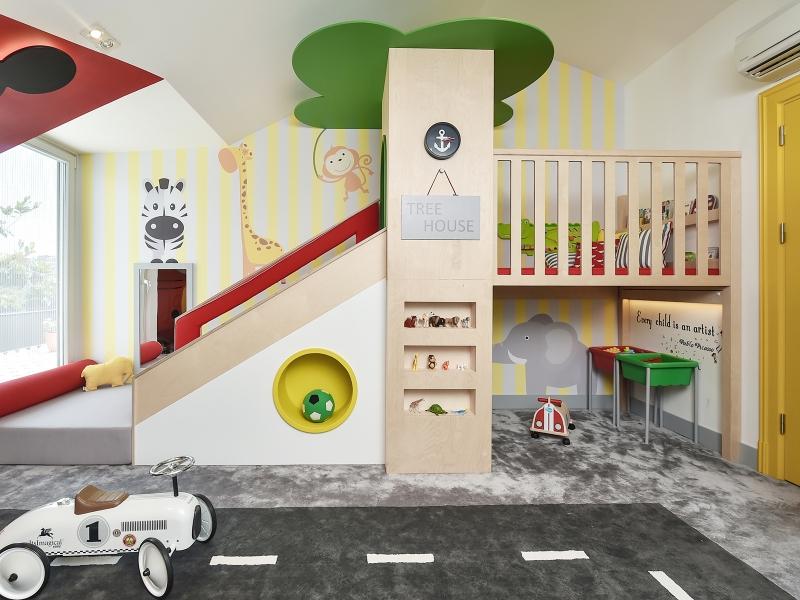 3-Crocodily-Çocuk oyun odası tasarımı, kırmızı kaydıraklı,ağaç evli,güvenli çocuk oyun odası