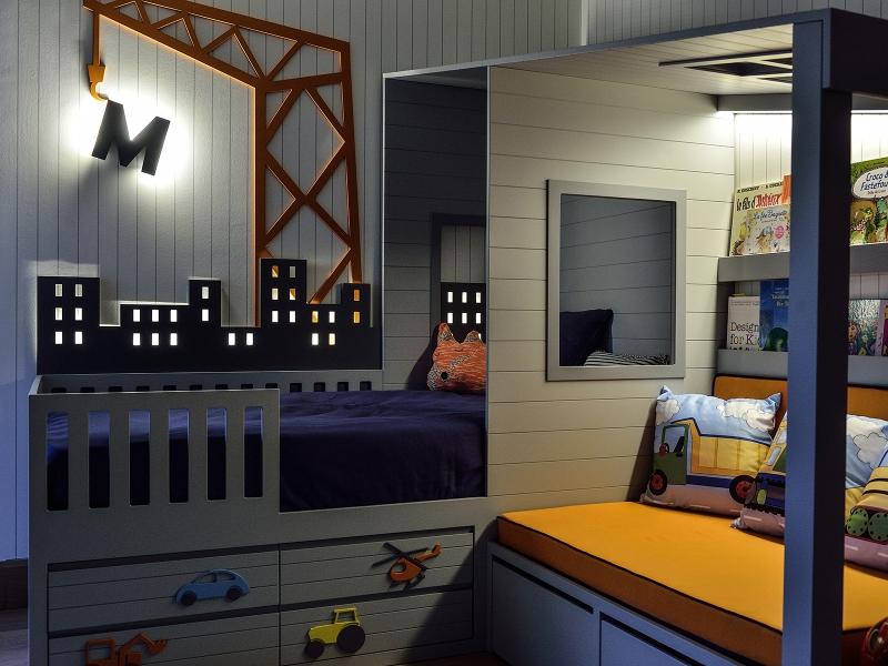 4-Crocodily-Gri-lacivert , alt tarafı araç figürlü çekmeceli çocuk yatağı, kitaplıklı sedir,şehir ve vinç figürlü gizli aydınlatmalı çocuk yatağı
