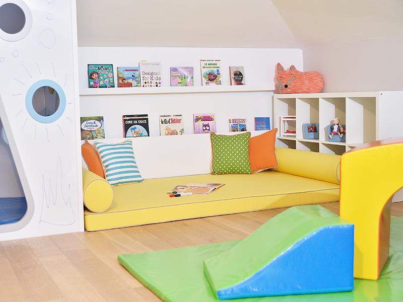 4-Crocodily-Oyun odası tasarımı- oyun evi-okuma köşesi- u raflar- soft play