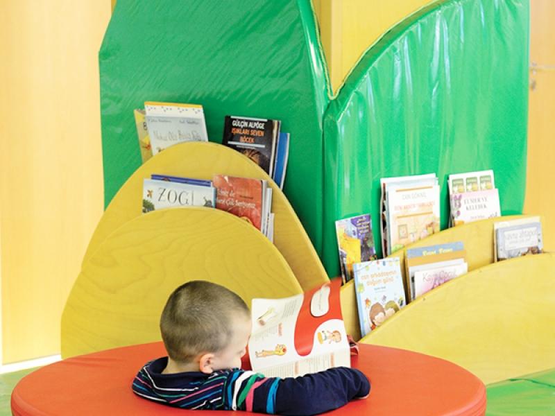 5.Crocodily-İz Çocuk Gelişim Merkezi Ortak Alan Kitap Okuma Köşesi